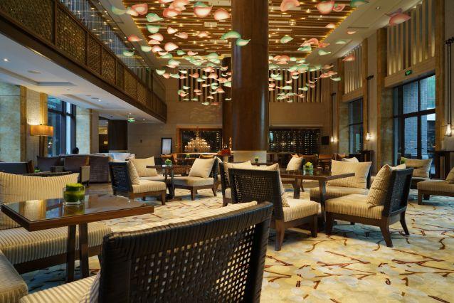 ラウンジ 高級 高級ホテルの「クラブラウンジ」「エグゼクティブラウンジ」を利用する8つの基本ルールと4つのマナー